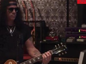 Slash in the studio with Rockcrusher Recordings